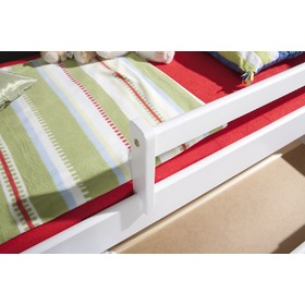 Woody bed with barrier - white